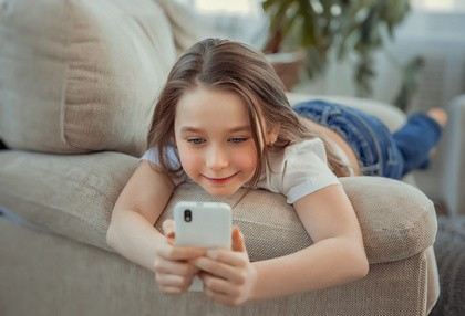 Syrisch Kindersprachkurs auf Smartphone